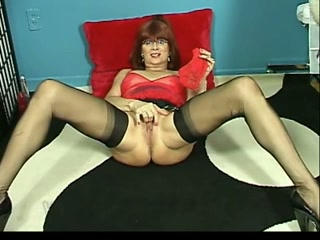 Filthy mature lady is on demand for her shameless solo session