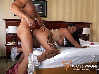 Suntanned buxomy cougar ZARA MENDEZ smash in German motel
