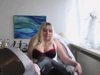 Uber-sexy platinum-blonde soles lengthy toes webcam