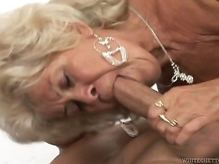 Young horny idiot mouth fucks old blond MILF incredibly hard