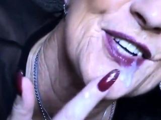 Geisteskranke Oma mit Sahne in der Fresse!