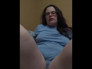 Hefty milky chick makes herself jizz