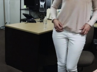 Customers wifey fucked by pawn keeper at the pawnshop