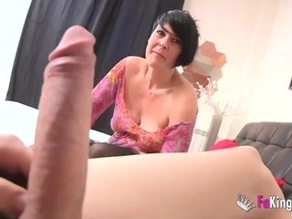 Short-haired cougar makes enjoy with junior dude at the audition