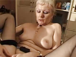Horny french mature analized by the machine
