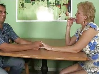 Milf Is An Expert In Doing Straight Cumshots