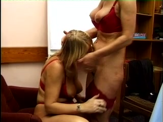 These mature ladies really knows how to make lesbian sex exciting