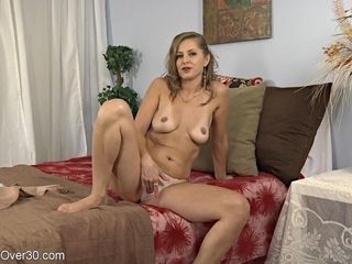 Inexperienced wifey unwrapping
