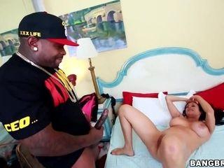 Milfy Latina Gets A excellent pulverize - bi-racial porno vid