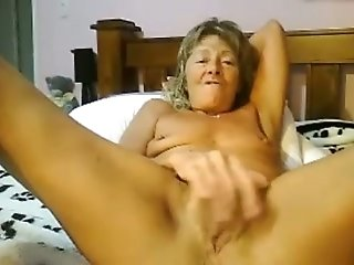 Incredible webcam show with mature bitch fingering her cunt