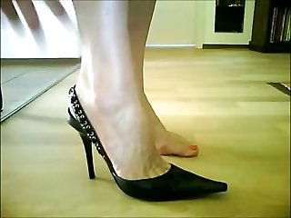 I really do find girls wearing high heels shoes sexier