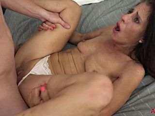 Super-naughty mommy I´d Like To nail Darkhaired stunner doll plowed