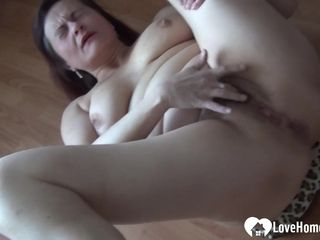 Mature lays down on the floor to wank