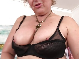 A nailing Machine Makes ultra-kinky grandmother Kelly Leigh ejaculation