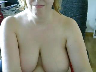 laurperez madura rubia se masturba por cam