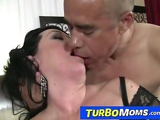 Fat busty elder lady Amanda sex with a facial