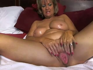 Chubby mature lady smashes her twat with a dildo in webcam solo clip