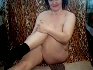 Short haired oldie undressed and showed off her masturbation ability