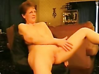Nerdy mature lady fingers her pussy to orgasm indoors