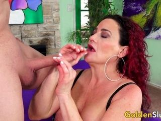 Scorching old sandy-haired Amanda Ryder sates Her smooth-shaven vagina with a rock-hard beefstick