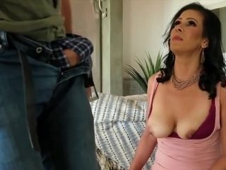 Mariah James - Is A beauty cougar dark-haired girl