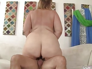 Plumper cougar Lila adorable railing mature sausage