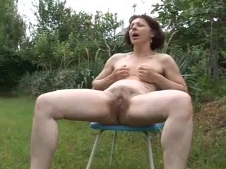 Elderly mummy I´d like to plumb stroking in garden