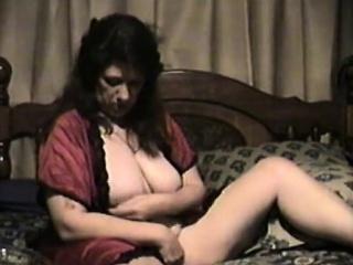 Linda Housewife mistreat duo