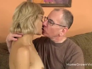 Youthfull blond mega-bitch with a taut figure smashes an elder dude
